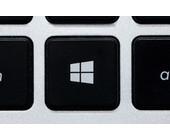 Windows Logo auf schwarzer Tastatur