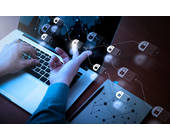 Blockchain-Symbol auf Laptop-Bildschirm