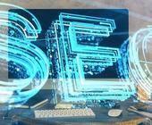 SEO Hologramm vor Schreibtisch