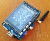 Der Raspberry Pi ist ein Mini-Computer, kostet nur rund 35 Euro und hat die gleiche Größe wie eine Kreditkarte. Ein Bastler hat daraus nun ein Smartphone gebaut.