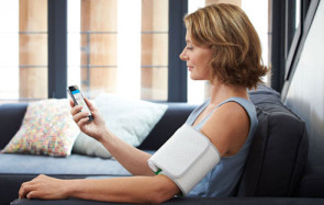 Blutdruck messen und ans Smartphone funken - onlinepc.ch