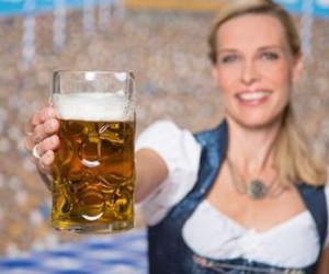 """Nur noch wenige Wochen - dann beginnt in München wieder das größte Volksfest der Welt. Wir zeigen, welche Apps Sie vor dem Besuch der """"Wiesn"""" unbedingt auf Ihrem Smartphone installieren sollten."""