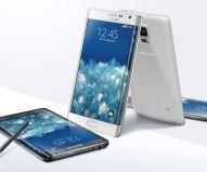 Neben dem bereits erwarteten Galaxy Note 4 hat Samsung mit dem Galaxy Note Edge (hier im Bild) überrascht, das ein teilweise gebogenes Display besitzt. Klicken Sie sich hier durch die ersten Bilder.