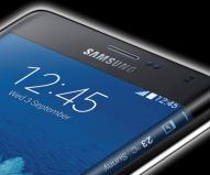 Samsung Galaxy Note Edge - Neben dem neuen Samsung Galaxy Note 4 präsentierten die Koreaner auf der IFA auch ein Android-Phablet, dessen Bildschirm am rechten Rand nach hinten gebogen ist. Die Leiste erweitert das Display in der Breite um 160 Pixel.