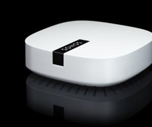 """Vom HiFi-Hersteller Sonos kommt mit """"Boost"""" ein Range Extender, der auch bei dicken Wänden oder Störungen durch andere Elektrogeräte eine stabile Musik-Übertragung garantieren soll."""