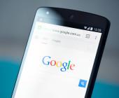 Website von Google auf Smartphone