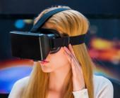 Faru mit VR-Brille auf dem Kopf