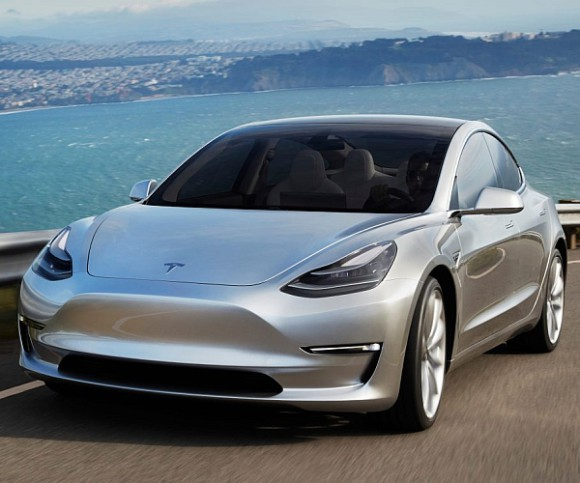 Tesla Model 3 in silber