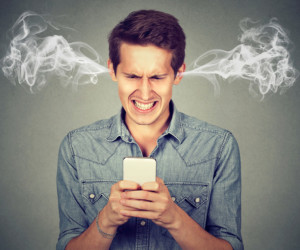 Wütender Smartphone-Nutzer