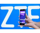 ZTE-Logo mit Smartphone