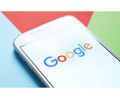 Google-Logo-auf-mobilem-Gerät